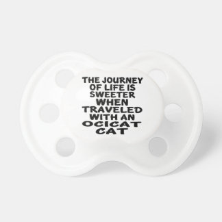 Chupeta Viajado com gato de Ocicat
