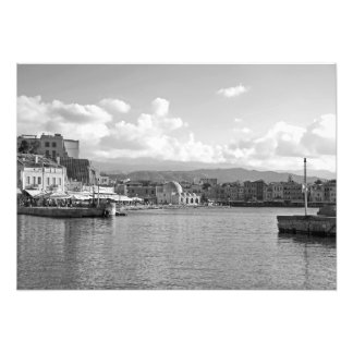 Cidade na costa da baía do mar foto