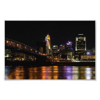 Cincinnati em a noite impressão de foto