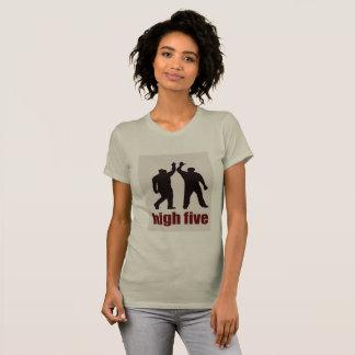 Cinco camisetas altas
