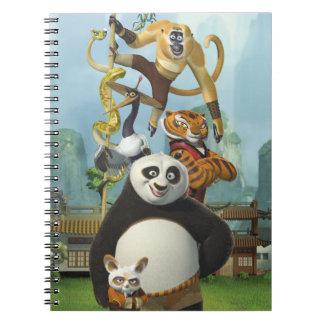 Cinco furiosos empilhados cadernos