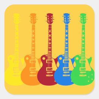 Cinco guitarra elétricas coloridas adesivo em forma quadrada