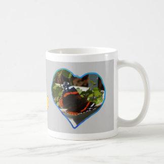 Cinza da caneca de café da foto dos corações