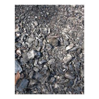Cinzas e madeira queimada na terra panfletos personalizados