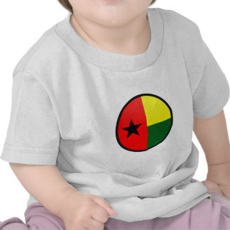 Círculo da bandeira da qualidade de Guiné-Bissau T-shirts