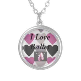 Círculo pequeno eu amo a colar de prata do balé