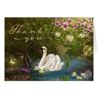 Cisne na lagoa com cartões de agradecimentos das