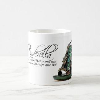 Citações dos calçados das penas do pavão de caneca de café