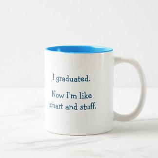 Citações engraçadas da graduação do formando caneca de café em dois tons