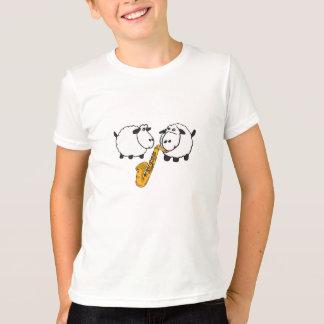 CK carneiros que jogam a camisa do saxofone