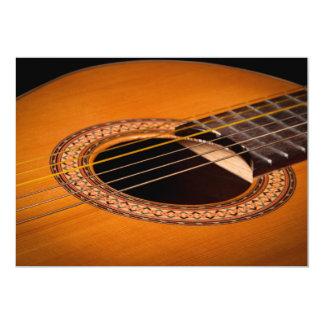 Close up da guitarra acústica convite 12.7 x 17.78cm