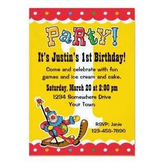 Clown ao redor os convites de festas do primeiro