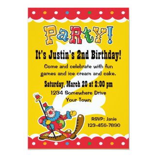 Clown ao redor os convites de festas do segundo