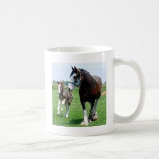 Clydesdale e potro caneca de café