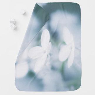 Cobertor De Bebe Flores brancas bonitas