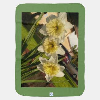Cobertor De Bebe O primavera branco e amarelo dos daffodils