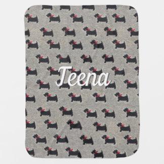 Cobertor De Bebe Os terrier pretos com arco vermelho fazem uma