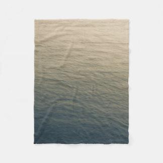 Cobertor De Velo Água calma no crepúsculo