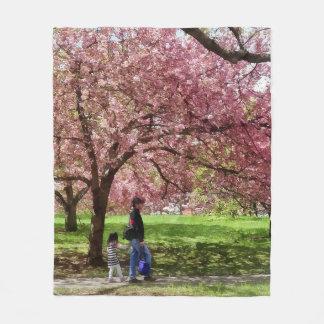 Cobertor De Velo Apreciando as árvores de cereja