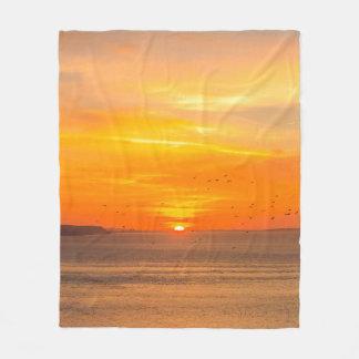 Cobertor De Velo Costa do por do sol com Sun alaranjado e pássaros