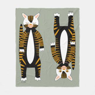 Cobertor De Velo Dois gatos: um acordado, um adormecido. Para