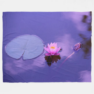 Cobertor De Velo Lírio de água na cobertura do velo do alvorecer