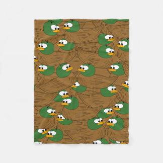 Cobertor De Velo Lotes de patos do pato selvagem em uma lagoa