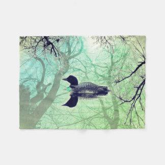 Cobertor De Velo Mergulhão-do-norte preto e branco em um verde da