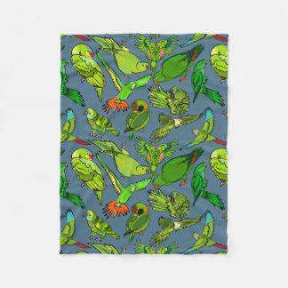 Cobertor De Velo Papagaios verdes no fundo do azul da ardósia