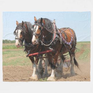 Cobertor De Velo Ploughing bonito dos cavalos do clydesdale