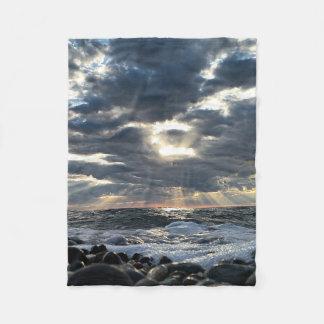 Cobertor De Velo Raios de sol em uma costa rochosa