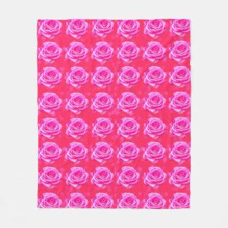 Cobertor De Velo Rosas cor-de-rosa no fundo cor-de-rosa de Bokeh,