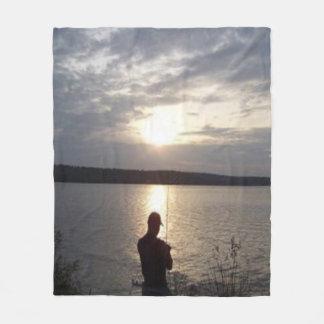 Cobertor De Velo Silhueta de uma pesca do homem no por do sol