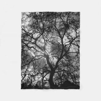Cobertor De Velo Silhueta dramática da árvore