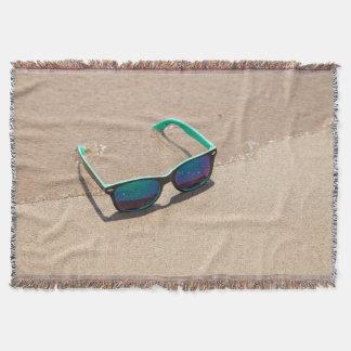 Cobertor Óculos de sol na cobertura do lance da praia