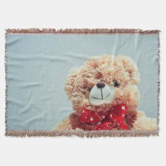 Cobertor Urso de ursinho com uma cobertura vermelha do