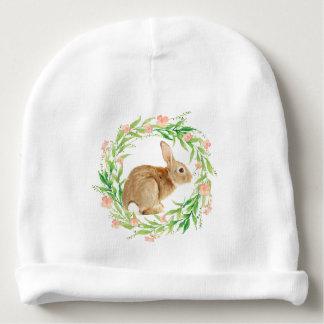 Coelhinho da Páscoa bonito na grinalda floral Gorro Para Bebê
