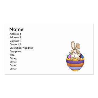 coelhinho da Páscoa bonito no ovo do arco-íris Cartão De Visita