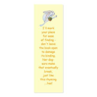 Coelhinho da Páscoa e cesta Running dos ovos Cartão De Visita Skinny