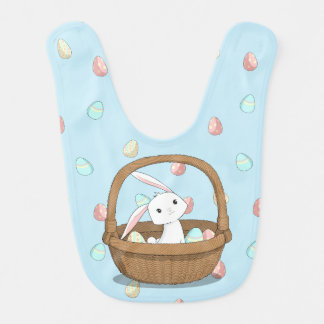 Coelhinho da Páscoa em uma cesta com ovos da Babador Infantil