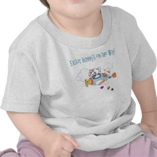 Coelhinho da Páscoa na maneira T-shirt