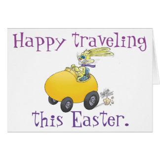 Coelhinho da Páscoa que conduz um ovo da páscoa! Cartão Comemorativo