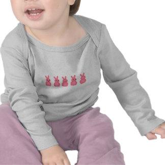 Coelhinhos da Páscoa cor-de-rosa Camisetas