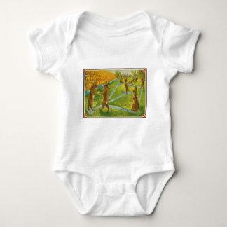 Coelhinhos da Páscoa do vintage que jogam Body Para Bebê