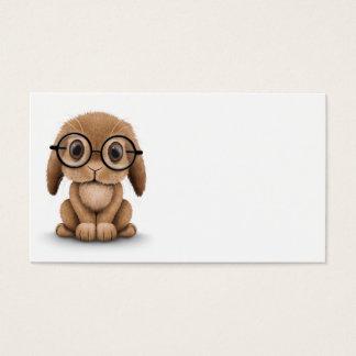 Coelho bonito do bebê de Brown que veste vidros no Cartão De Visitas