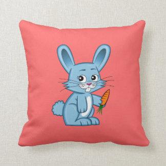 Coelho bonito dos desenhos animados que guardara o almofada