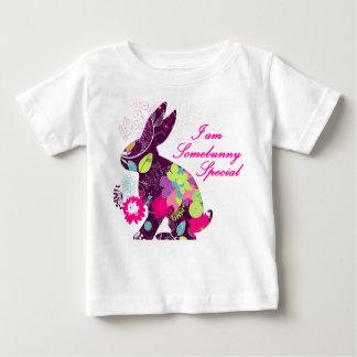 Coelho de coelhinho da Páscoa floral Camiseta Para Bebê