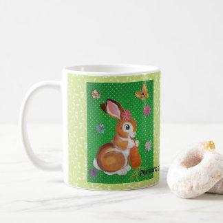 Coelho de coelho com a caneca personalizada verde