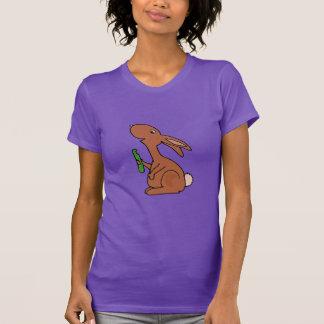 Coelho de coelho grávido engraçado de Brown com Tshirt