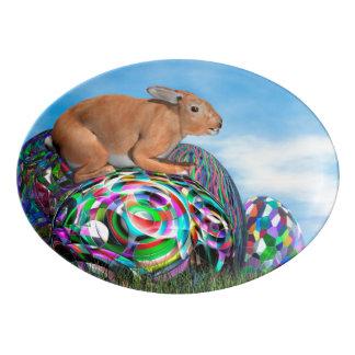 Coelho em seu ovo colorido para a páscoa - 3D Travessa De Porcelana